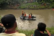 Akibat Hujan Deras, Pecarian Dani Warga Cimalang yang Tenggelam di Sungai Citarum Dihentikan Sejenak menunggu Hujan Reda