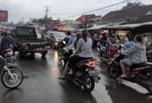 Cari Menu Buka Puasa, Warga Buru Takjil di Pasar Langkap Kota Banjar