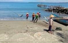 Nelayan Jaring Arad Tetap Tangkap Ikan Meski Hasilnya Minim