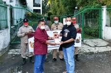 Satuan Intelkam Polres Ciamis Bagikan 500 Paket Takjil di Pangandaran