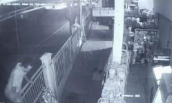 Pencurian Uang Kotak Amal Masjid di Pangandaran Terekam Kamera CCTV