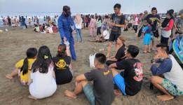 Wisatawan Membludak, Satpolair Polres Ciamis Lakukan Patroli di Pantai