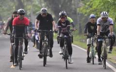 Tingkatkan Imun Tubuh, Kapolres dan Wakil Walkot Serta Forkopimda Kota Banjar Lakukan Olahraga