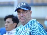 Pelatih Persib Robert Rene Alberts Menilai Piala Walikota Solo akan Menarik