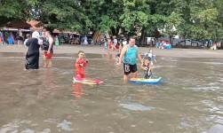 Berenang Dilaut Pangandaran Ternyata Bermanfaat bagi Kesehatan Kulit