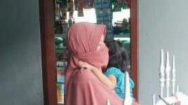 Curahan Hati Istri Terduga Teroris yang Ditangkap Densus 88 di Pangandaran