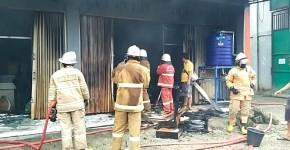 Damkar Butuhkan Dua Jam dan Enam Tangki Air Atasi Kebakaran di Kantor DPUTRPRKP Pangandaran