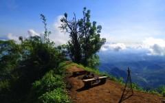 Keindahan Gunung Pin Surga Tersembunyi di Tasik Timur