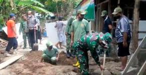 TNI-Polri di Banjar Kompak Gotong Royong Bangun Rumah Tidak Layak Huni