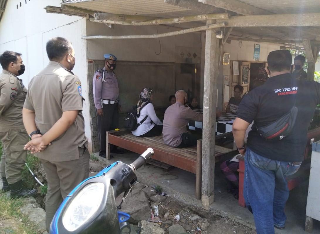 Ramadhan, Petugas Gabungan di Pangandaran Tegur Pemilik Warung Nasi yang Buka Siang Hari