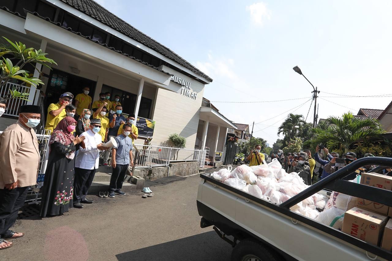 Pemuda dan DKM Masjid Husnul Khotimah  Membagikan 6000 Paket Sembako