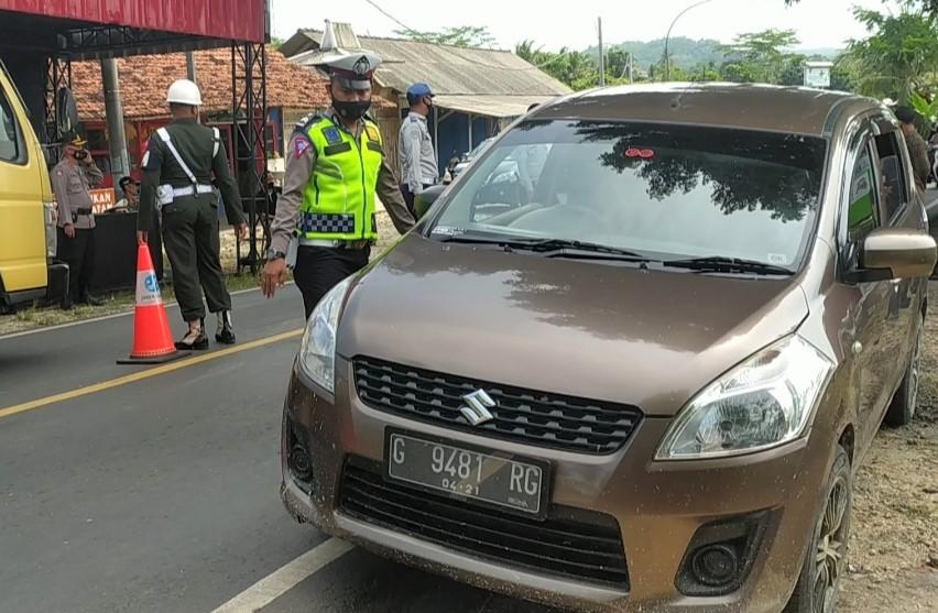Puluhan Kendaraan Diputarbalikan di Pos Pancimas Perbatasan Jabar-Jateng