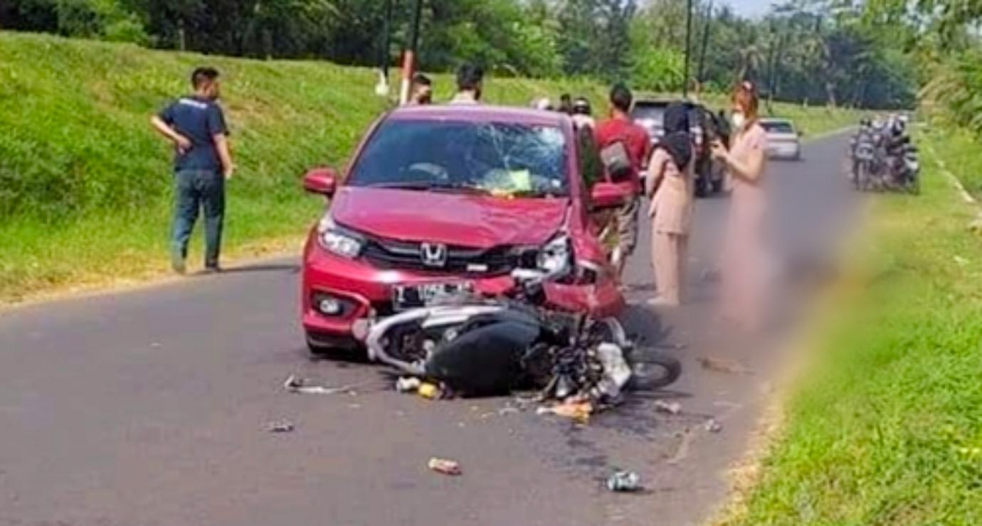 Gagal Menyalip, Sepeda Motor Tabrak Mobil, Pengendara Motor Tewas di Tempat