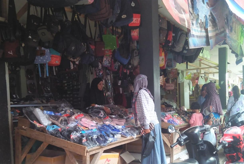 H-2 Lebaran 2021, Pasar Tradisonal di Pangandaran Diserbu Warga