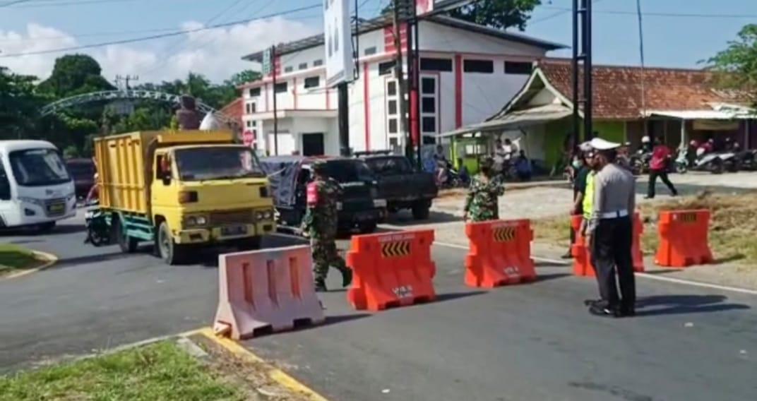 Ratusan Kendaraan Arah Pantai Pangandaran Diputarbalikan Petugas Gabungan di Bundaran Emplak