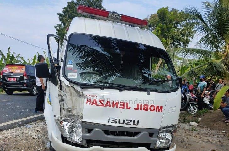 Sopir Pick Up Kabur Setelah Bertabrakan dengan Mobil Ambulans Pembawa Jenazah  Milik RSUD Pandega Pangandaran