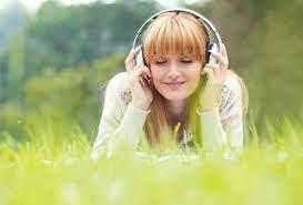 Bisa Mengusir Stress? Inilah Manfaat Mendengarkan Lagu Sedih