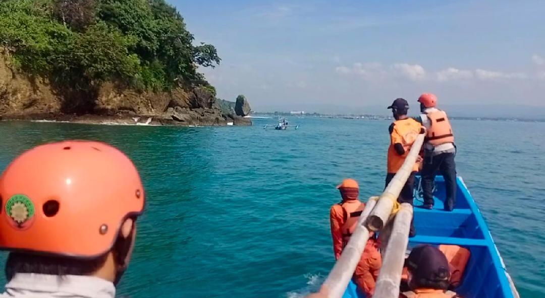 Dua Orang Nelayan Cedok Berhasil di Selamatkan, Tiga Orang Lainnya Belum Ditemukan