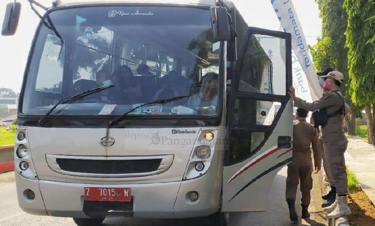 Bus Plat Merah Milik Pemda Tasikmalaya Terjaring Razia Prokes di Pangandaran