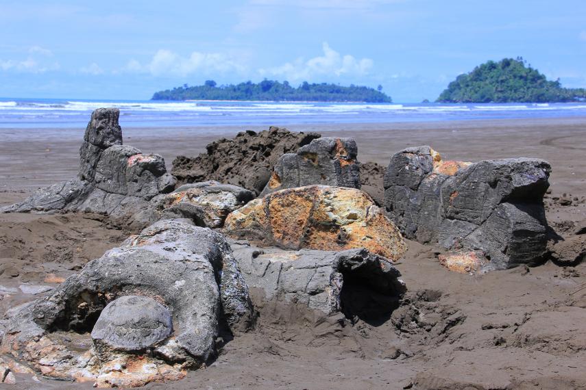5 Tempat Wisata Populer dengan Jejak Legendanya di Indonesia