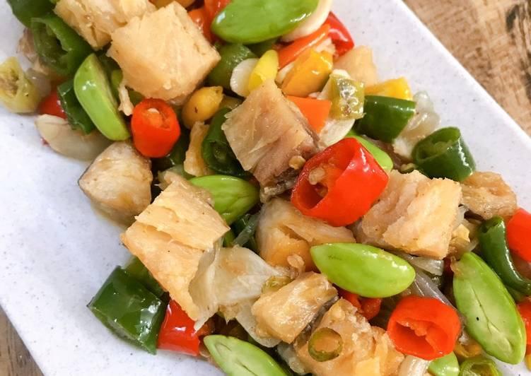 Resep Masakan, Cara Membuat Tumis Ikan Asin Jambal Roti Pete Cabe Hijau Maknyus