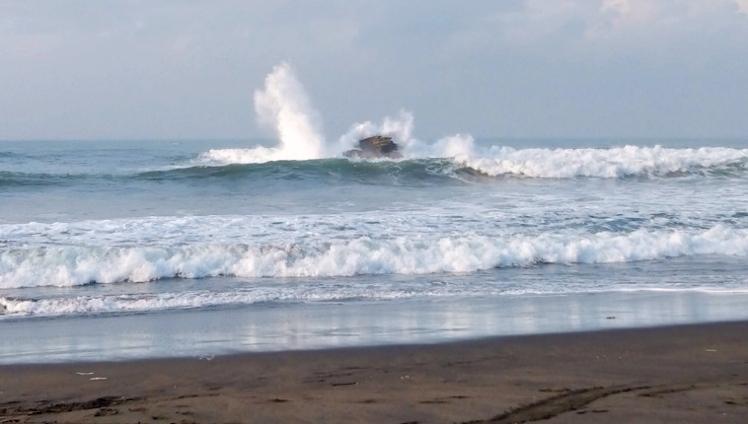 BMKG Rilis Beberapa Daerah Berpotensi Terjadi Gelombang Tinggi, Termasuk  Perairan Pangandaran