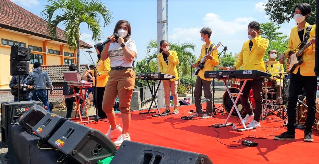 Hibur Pasien Corona di Tempat Isolasi, Begini Cara yang Dilakukan Mahasiswa  Semarang