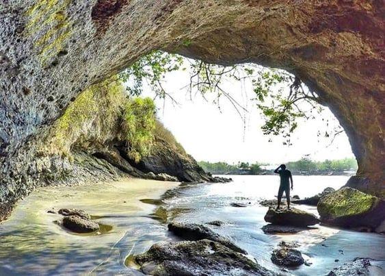 Pantai Karang Bolong Kebumen, Keindahan yang Terbalut Mitos dan Cerita Mistis