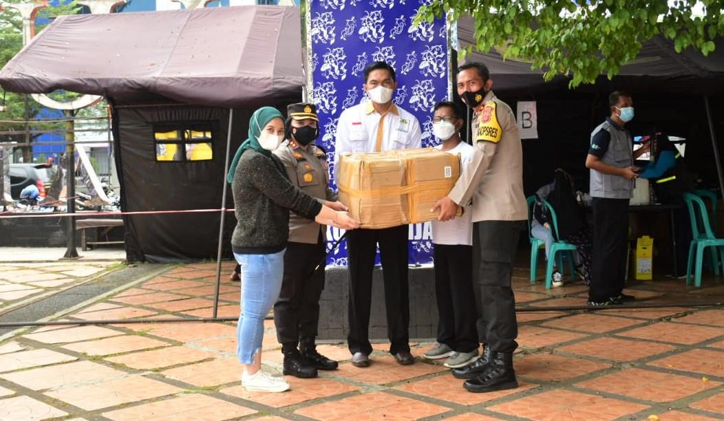 Keren! HIPMI dan Polres Banjar Bagikan Ribuan Masker dan Hand Sanitizer