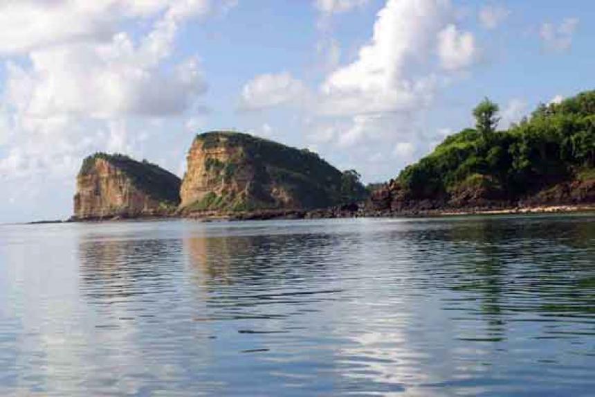 Uniknya Pantai Batu Payung Lombok, Pemandangan Surga dengan Pantai Pasir Putih yang Cantik